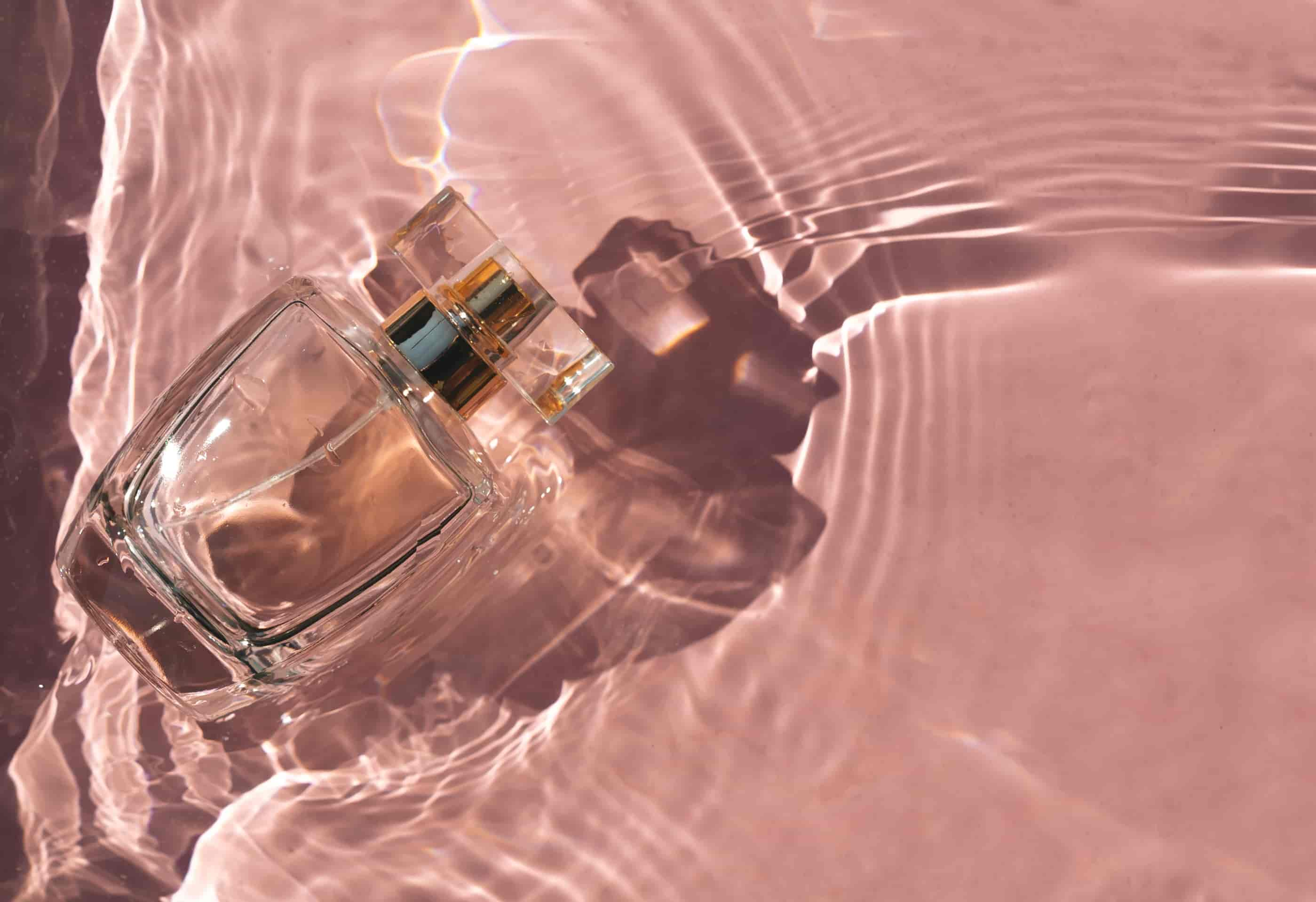 Розовый парфюм