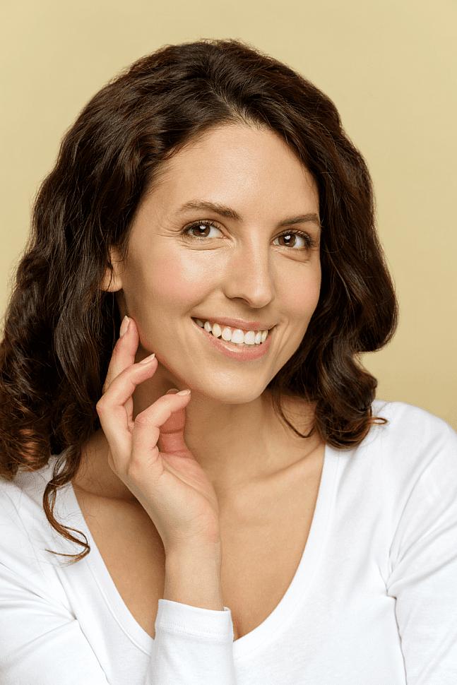Женщина с чистой кожей лица