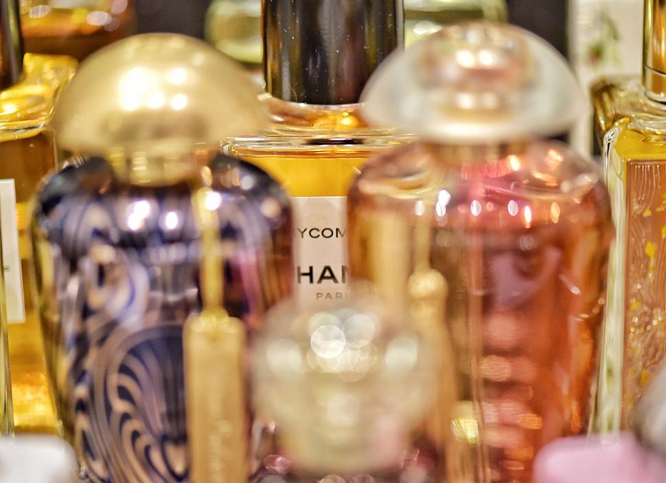 Стильные флаконы парфюма